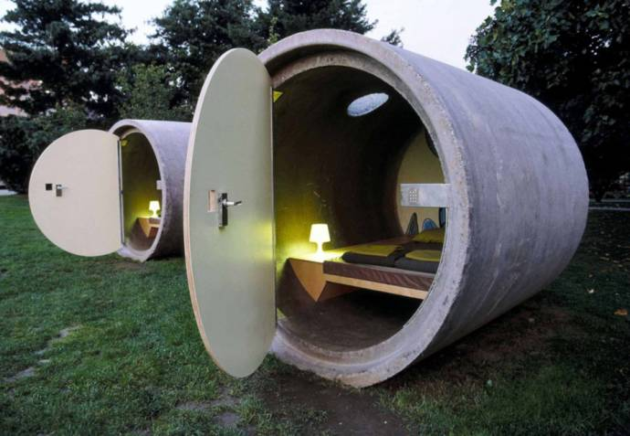 BIZARRE PARKHOTEL; SLEEP IN A SEWER PIPE