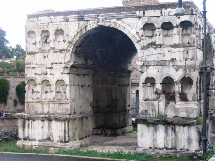 VISIT THE OLDEST SEWERS IN THE WORLD, THE GLOACA MAXIMA IN ROME